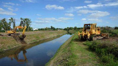 Intiman a ABSA por verter residuos al arroyo El Gato