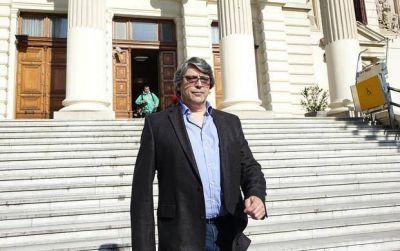 Separan a Melazo como juez hasta que se complete el enjuiciamiento