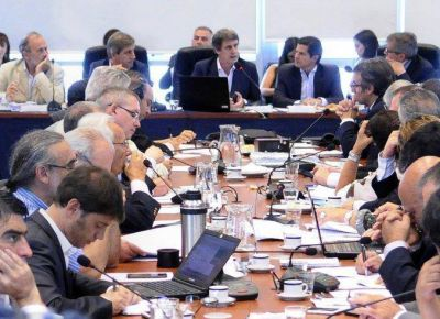 Sorpresiva reunión de Prat Gay con diputados opositores por Ganancias