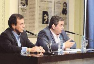 Empresarios, CGT y Gobierno firmaron un pacto para evitar despidos hasta marzo de 2017