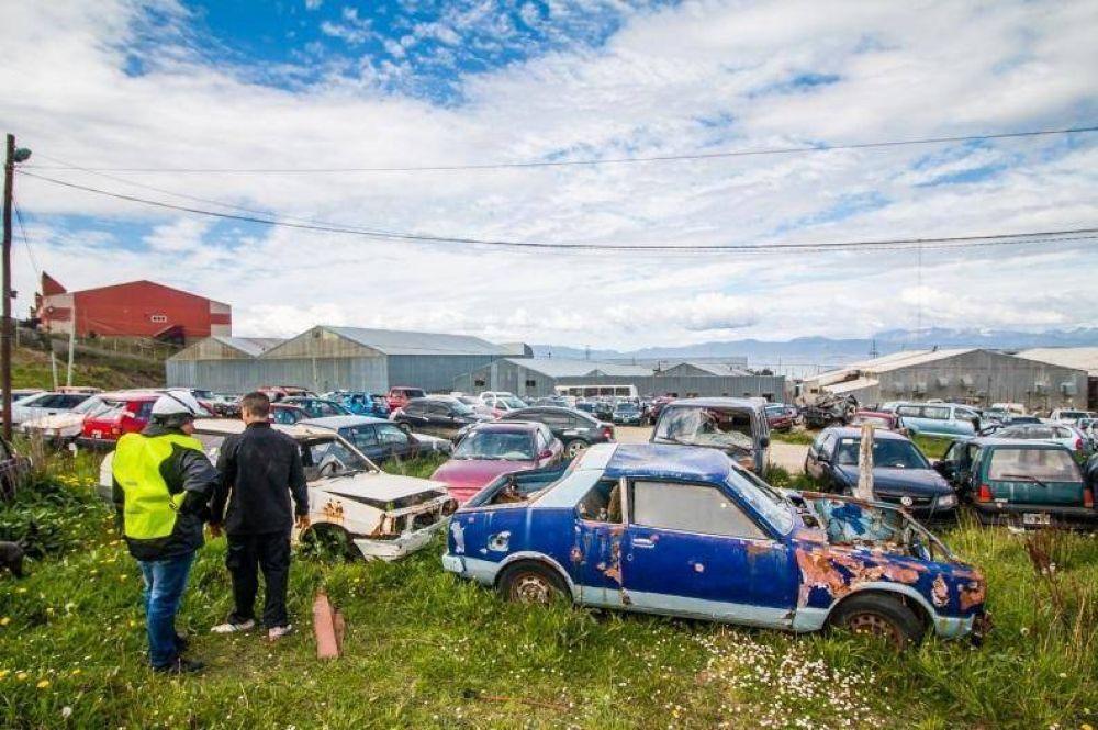 Se realizó un operativo de remoción de basura y chatarra en terrenos de la policía