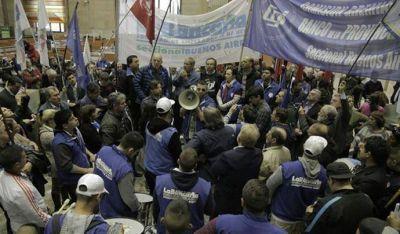 Bancarios logran compensación salarial con sumas fijas de hasta 12.000 pesos