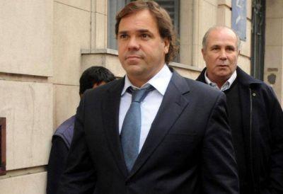 Piden inhibir los bienes y prohibir la salida del país de Alberto Pérez