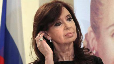Cristina Kirchner fue intimada y debe presentarse hoy en la Justicia