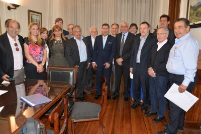 El gobierno acordó con industrias radicadas en La Rioja que no habrá despidos por 180 días