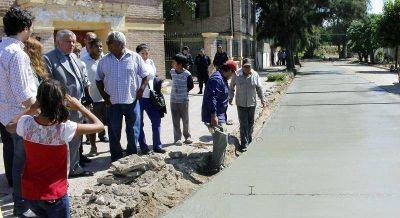 El Intendente Infante visitó obras que se ejecutan en el barrio Juan XXIII
