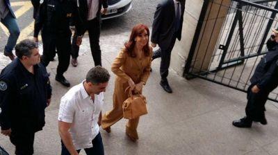 Cristina Kirchner volvió a pedir una prórroga y alertó que si la traen con la Policía será