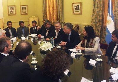 Clarín y Telefónica tironean a Macri para definir el negocio de las telecomunicaciones