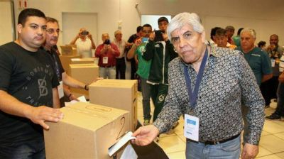 Macri pidió renovación sindical, pero Moyano logró su 7° elección