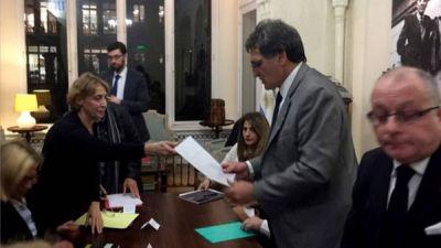 Organismos de Derechos Humanos le pidieron a Avruj en París la liberación de Sala