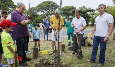 Macchiavelli recibió a vecinos que donaron árboles