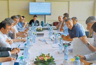 Macri refuerza el control del gabinete con dos amigos