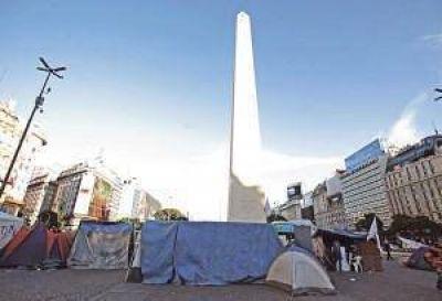 Organizaciones sociales acampan en el Obelisco