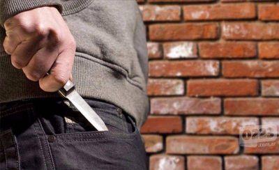 Atacó a cuchillazos a su amigo porque lo encontró con su ex