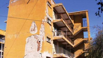 La Plata: proponen multas de hasta medio millón de pesos por balcones en mal estado