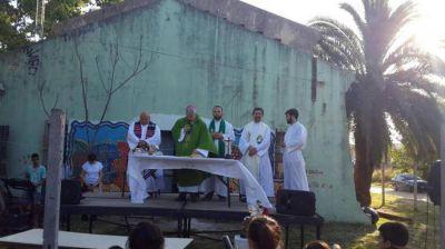 """Mons. García: """"Tierra, techo y trabajo no son un capricho o una limosna, sino un derecho"""""""