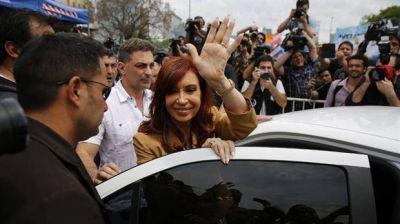 Dólar futuro: Cristina viajó y hoy se presenta ante el juez Bonadio