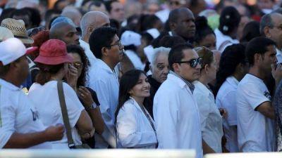 Miles de cubanos despiden a Fidel Castro en La Habana