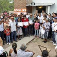 Familias del interior provincial recibieron viviendas sociales