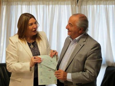 OSECAC paga 13 millones de pesos y salda su deuda con la Provincia