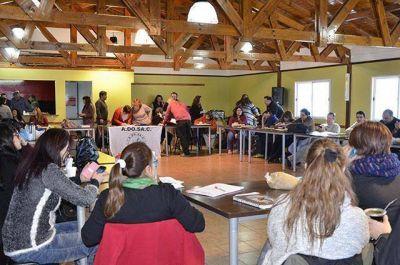 En estado de alerta y movilización, la ADOSAC va al congreso provincial