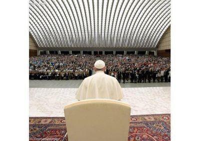 Roguemos por todos, vivos y difuntos. El Papa en la catequesis
