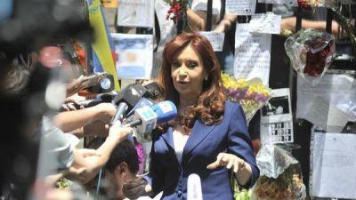 Cristina Kirchner visitó la embajada de Cuba para homenajear a Fidel Castro: