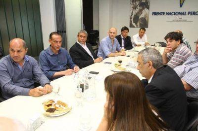 Intendentes y legisladores peronistas pidieron más fondos coparticipables para acompañar el Presupuesto