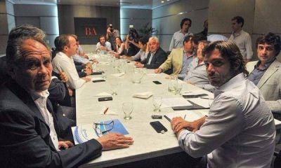Vidal tiende puentes con los intendentes peronistas para tener el Presupuesto