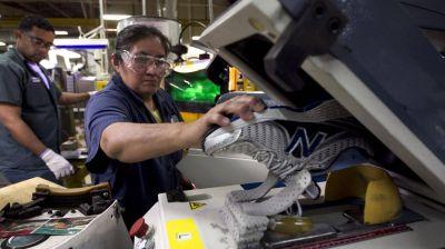 La producción industrial cayó 8% interanual en octubre