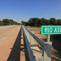 Inauguraron puente sobre el río Ascochinga con anuncios de obras para Sierras Chicas