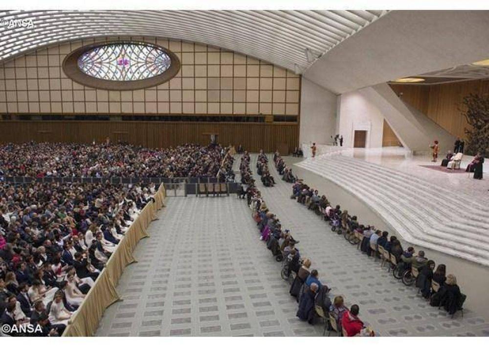 Catequesis del Papa: Comprometerse a rezar unos por otros