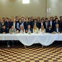 Qué le pidieron los intendentes peronistas a De la Torre para apoyar el Presupuesto 2017