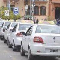 Taxis y remises reclaman suba del 15% antes de fin de año