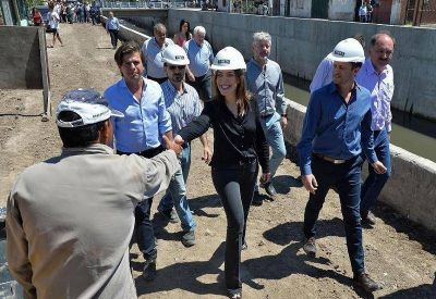 Junto a Insaurralde, Vidal recorrió obras para evitar inundaciones