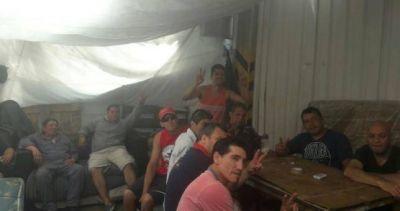 Misa solidaria en el acampe de los obreros curtidores despedidos de Espósito