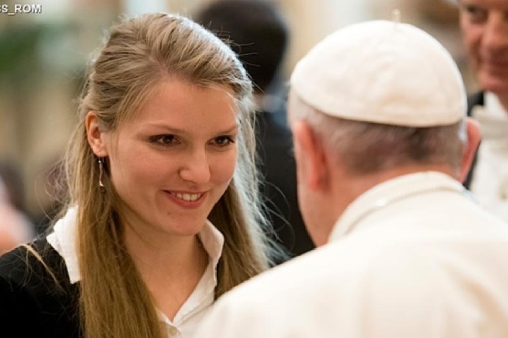 Francisco a los estudiantes internacionales: la educación es un don, pero no solo para uno mismo