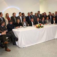 Mientras el Gobierno se junta en el mar, el peronismo espera dividido y millonario