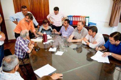 Municipales cobrarán un bono de 2.800 pesos y en enero discutirán salario