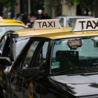 """Aumento en taxis: """"Insistimos que la bajada de bandera tiene que costar 27 pesos"""""""
