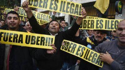 Otro golpe a Uber: denuncian a directivos por evasión fiscal