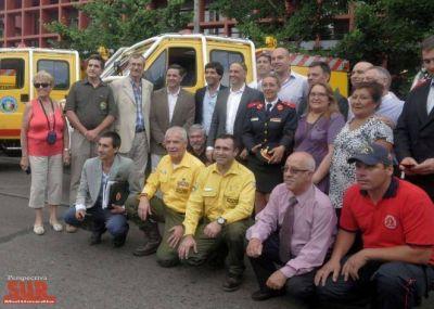 Molina y Bergman en la entrega de autobombas del Plan Nacional de Manejo del Fuego