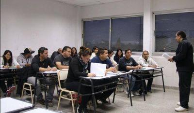 Docentes de formación profesional llevan ocho meses sin cobrar sueldos