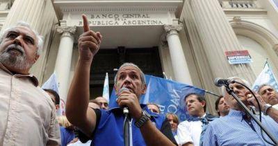 Palazzo denunció que la banca extranjera presiona al Gobierno