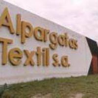 Alpargatas suspende a casi mil trabajadores tucumanos y reduce un cuarto de sus sueldos
