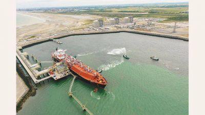 Carrió, Negri y Bossio quieren que el Congreso intervenga en el precio del gas