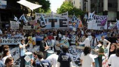 Docentes porteños rechazaron el bono y piden paritarias