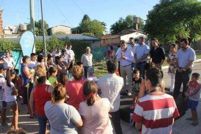 Méndez inauguró un pavimento y anunció obras para San Miguel