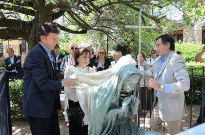 En San Isidro colocaron una escultura de Sor Camila Rolón