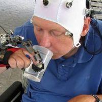 Con un guante robótico, lograron que cuadripléjicos puedan usar sus manos